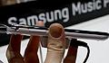 Samsung Galaxy Player strikes a pose on video